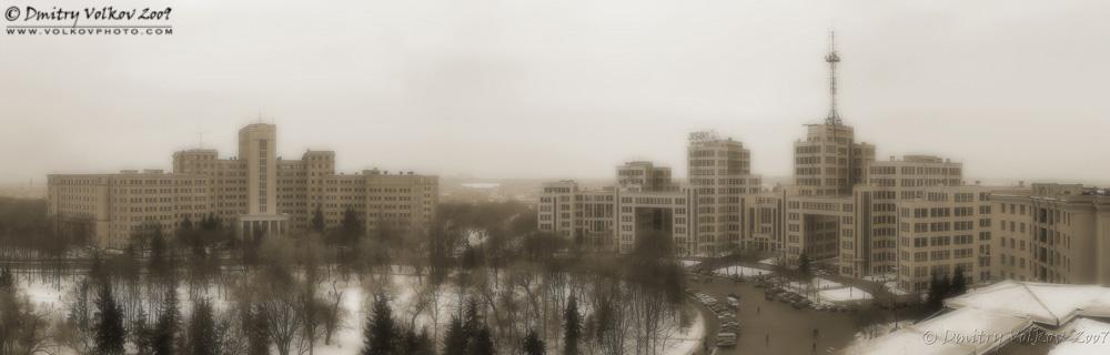 Университет и Госпром в ч/б